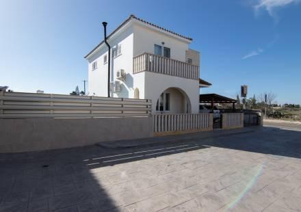3 Bedroom Villa in Frenaros <i>€ 199,000)}}