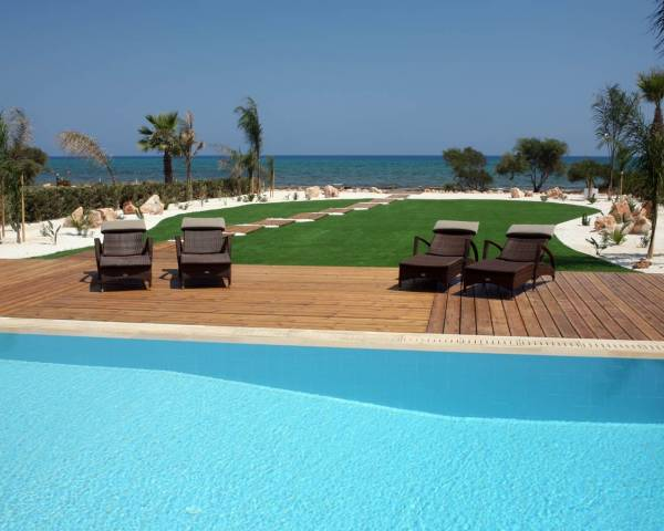 MLS9963 Stunning Sea front villa in Ayia Thekla