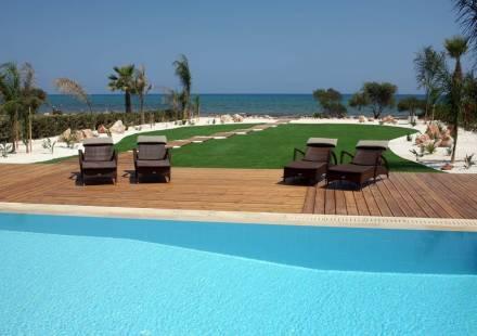 4 Bedroom Villa in Ayia Thekla <i>€ 1,300,000)}}